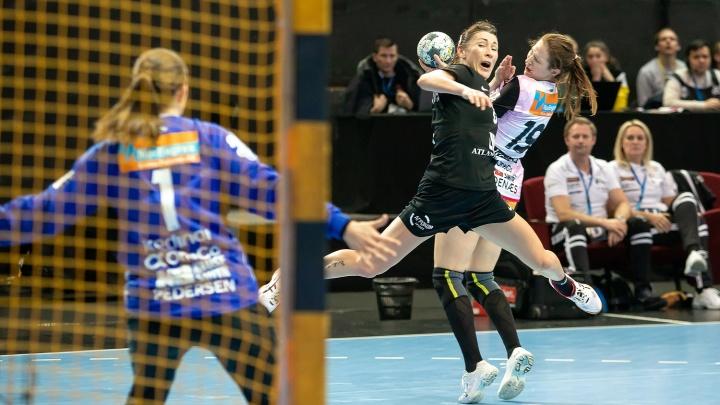 Ростовские гандболистки укротили норвежских «гадюк» — живые кадры матча одних из лучших команд Европы