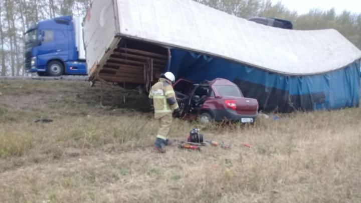 Первые кадры: спасатели засняли на видео последствия смертельного ДТП на трассе в Башкирии