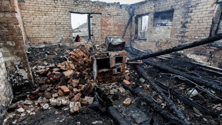 «Ромашка все уже понимал»: под Волгоградом родители ищут деньги на похороны заживо сгоревших малышей
