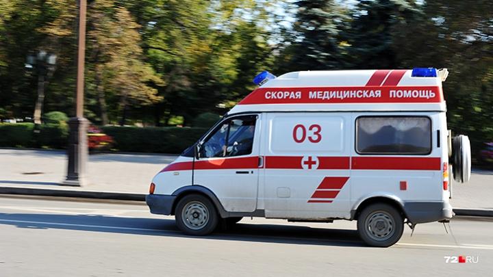 Упал лицом на асфальт и не двигался: тюменец нашел на улице мужчину, резко впавшего в кому