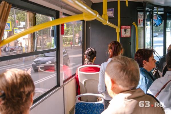 50-й маршрут обслуживают автобусы большой и средней вместимости