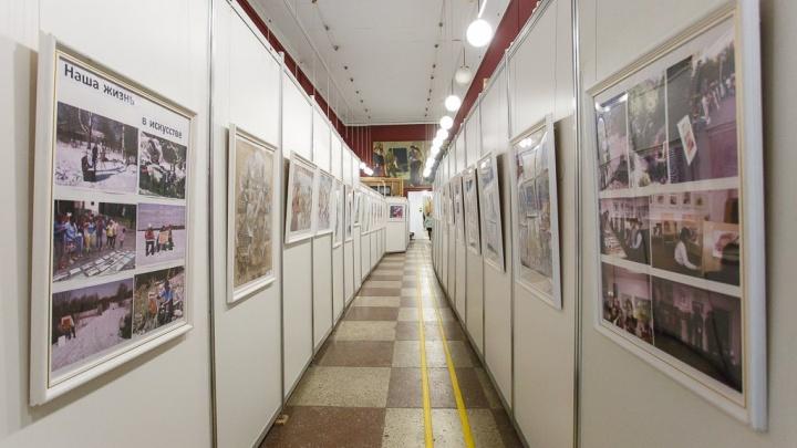 Волгоградцам покажут картины автора знаменитых панно на«Каустике» и Тракторном заводе