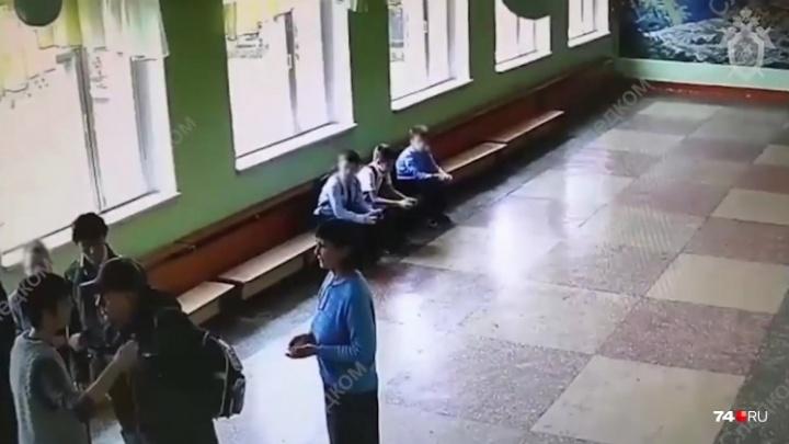 Родители школьника, избитого отцом второклассника, потребовали с обидчика 100 тысяч рублей