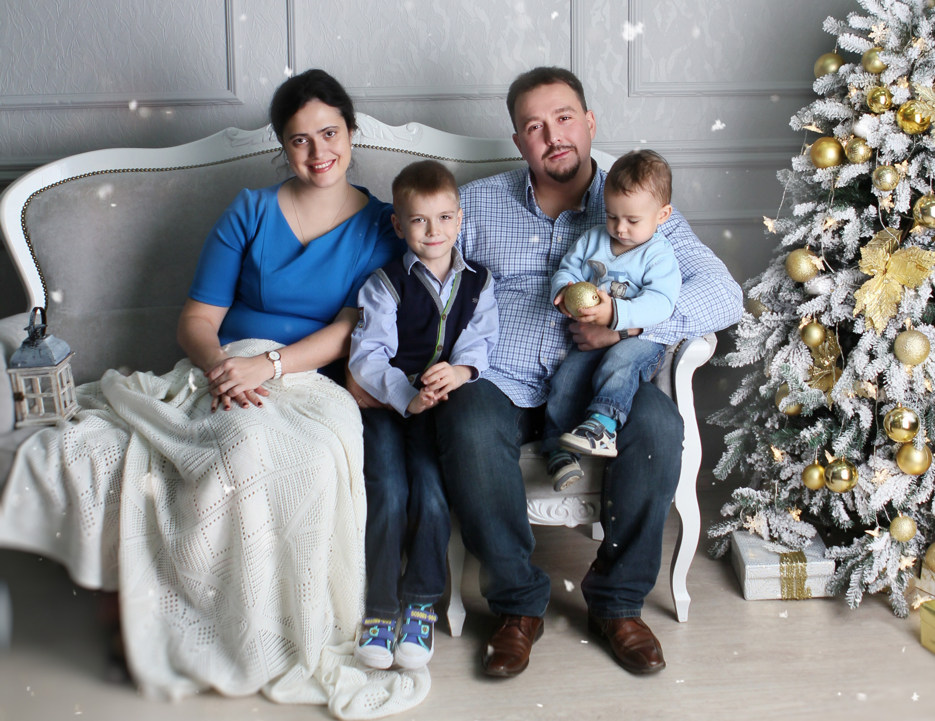 Старший сын Дмитрия хочет быть хирургом, как его папа, а младший пока что намерен стать Железным человеком из комиксов
