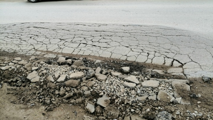 «Никакой реакции нет»: под Волгоградом разрушается построенная к ЧМ-2018 объездная дорога