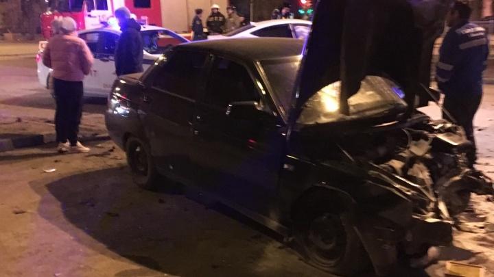 На Уралмаше девушка на «десятке» врезалась в Hyundai