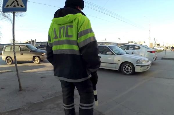 Блогеры заметили, что добиться от полицейских, чтобы они составили протоколы и вызвали эвакуаторы в место незаконной парковки, им удавалось редко