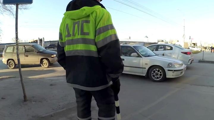 Борцы с захватом парковок устроили массовую эвакуацию машин на Восходе и сняли об этом ролик