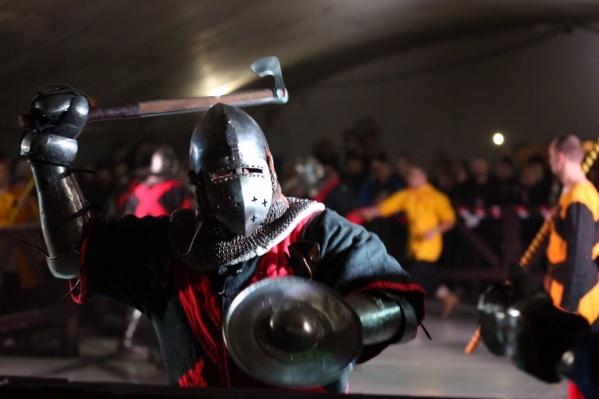 Рыцари на фестивале были суровы