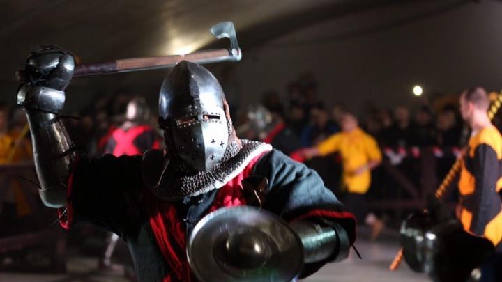 Новосибирцы спустились в подвал, чтобы посмотреть на рыцарские бои