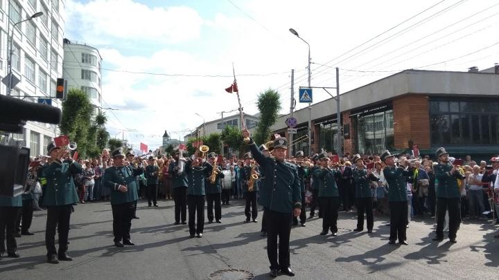 Парад с барабанами: в Самаре прошел фестиваль «На сопках Маньчжурии»