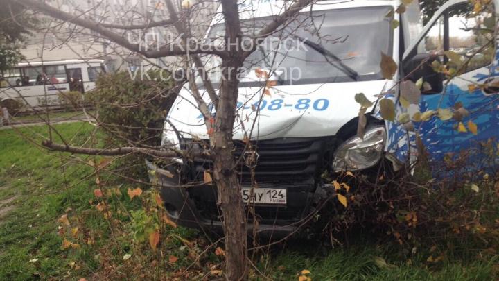 «Потерял сознание»: водитель «Газели» стал причиной массовой аварии на кольце Предмостной площади