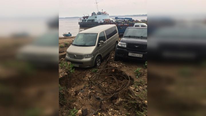 Асфальт поплыл: у пристани на улице Лейтенанта Шмидта обрушилась дорога