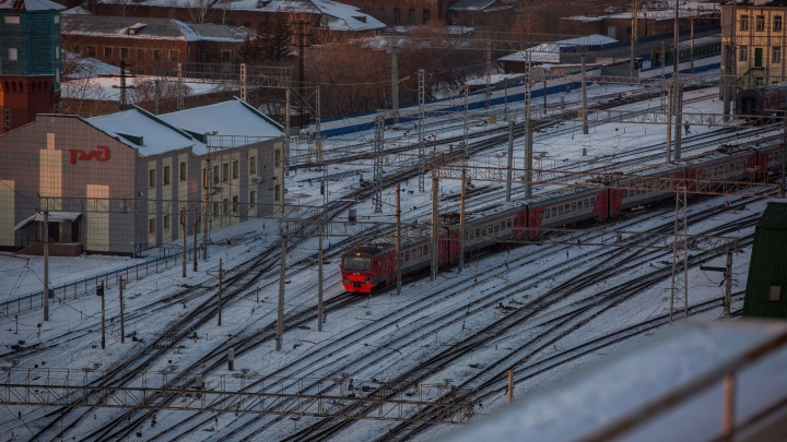 Долго ждали электричку: на железной дороге объяснили, почему люди опоздали на работу в Новосибирске