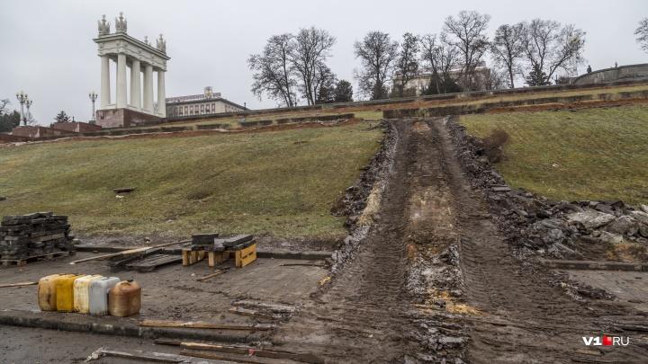 На набережной Волгограда разворотили склон ради замены старого тротуара