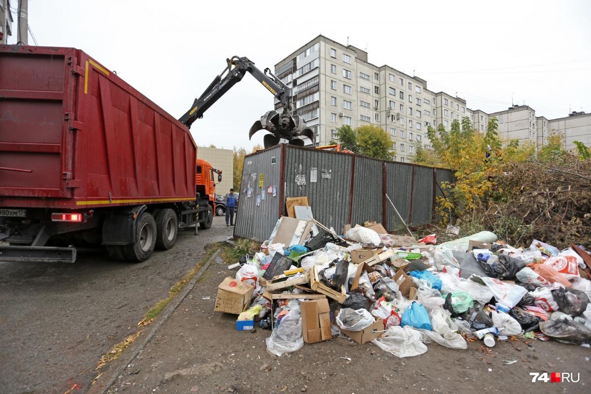 Тарифы на вывоз мусора вырастут примерно до 80–90 рублей с человека. Повышение утвердят до нового года