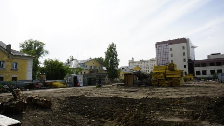 Застройщик начал сносить детский сад во дворах на Богдана Хмельницкого