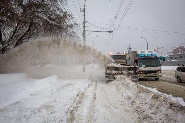 Москвичи жалуются на отсутствие снега, зато в Новосибирске его в избытке