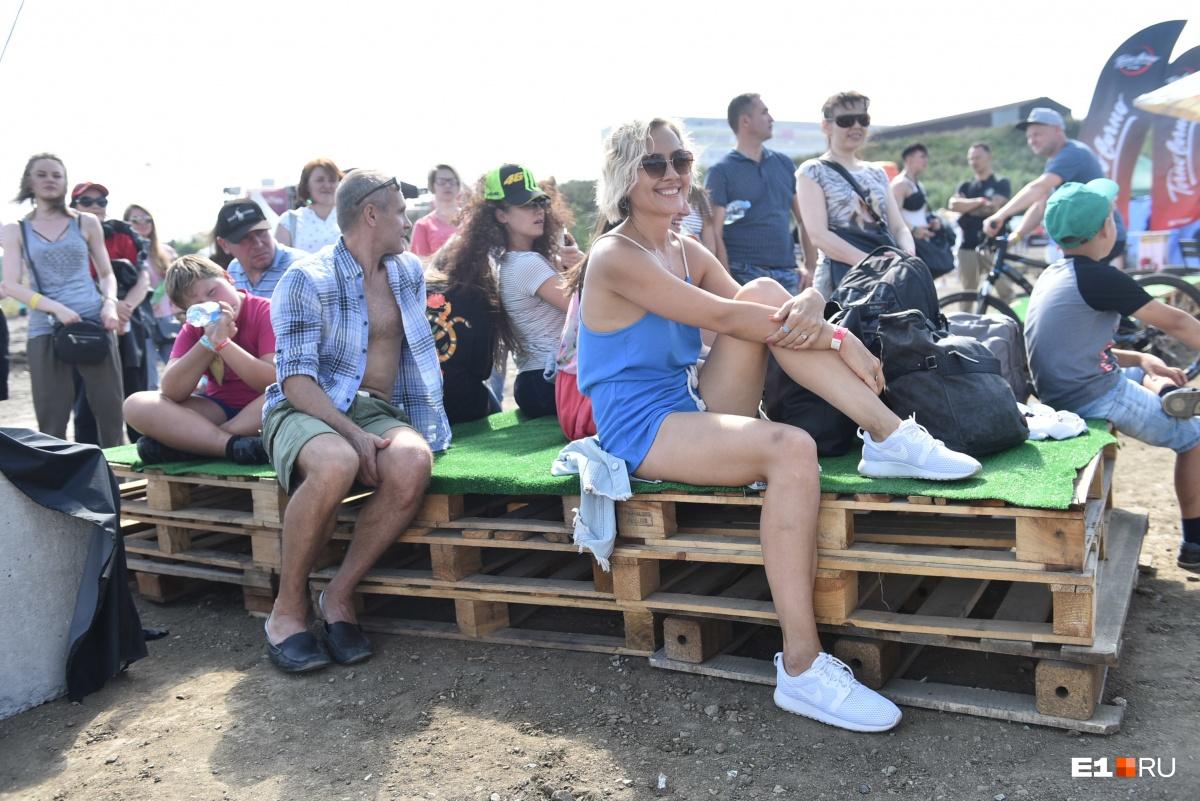 Байкеры кувыркались в воздухе, а люди бегали по граблям: фоторепортаж с фестиваля «Сорвиголова»