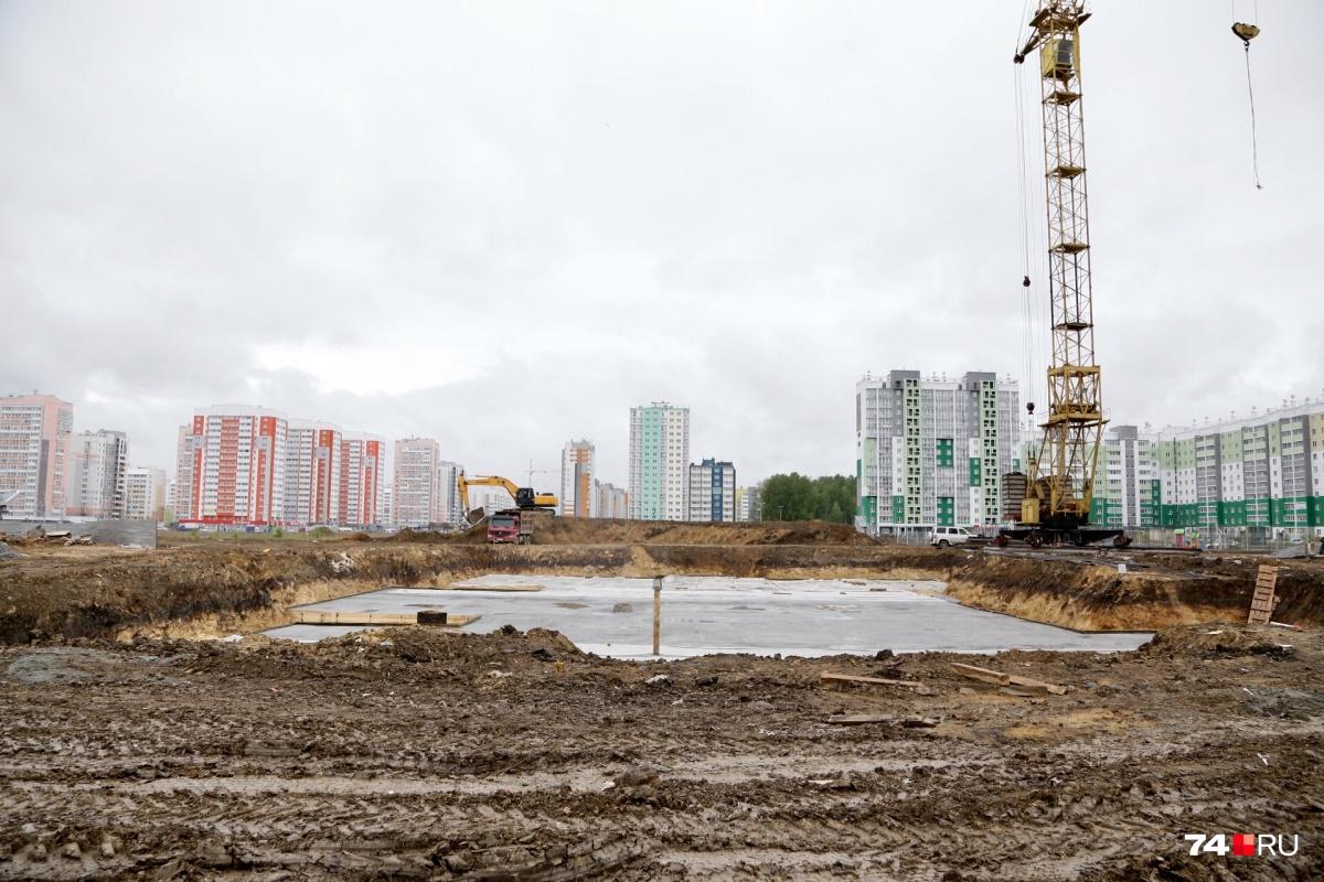На площадке, где появится детский сад, готовятся заливать фундамент