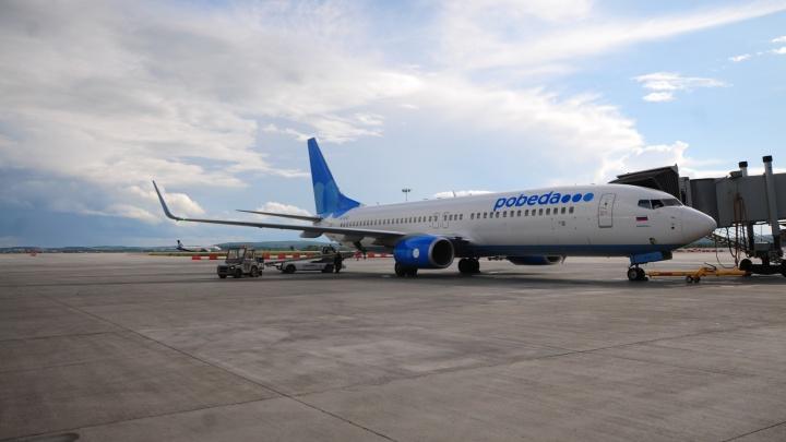В Кольцово пассажиров не пустили в самолёт, потому что в нём закончились места