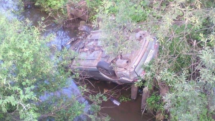 На трассе в Башкирии машина слетела с моста: есть пострадавшие