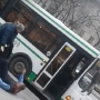 Водителей автобусов уволили за драку на остановке в центре Тюмени