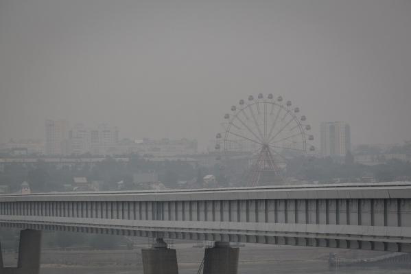 Густой смог может плохо влиять не только на дыхательные пути, но и на сердце, предупреждают врачи