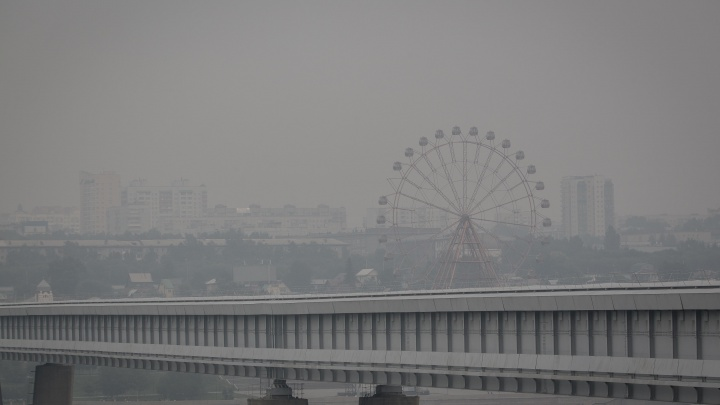 «В противогазе не походишь»: врач посоветовала бежать из Новосибирска, окутанного дымом