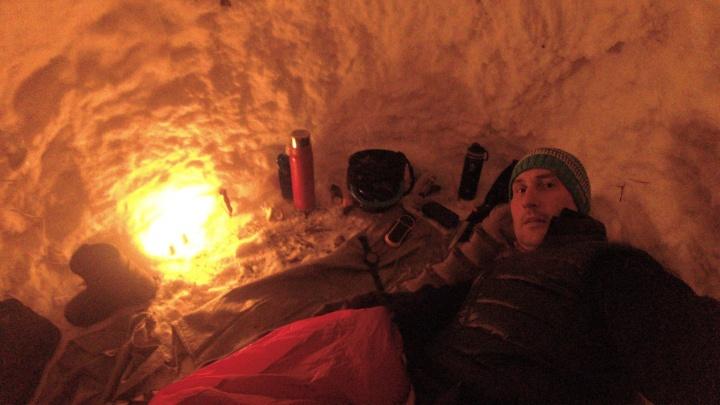 Не смог уснуть, жёг свечи. Пермяк-экстремал переночевал в берлоге в двадцатиградусный мороз