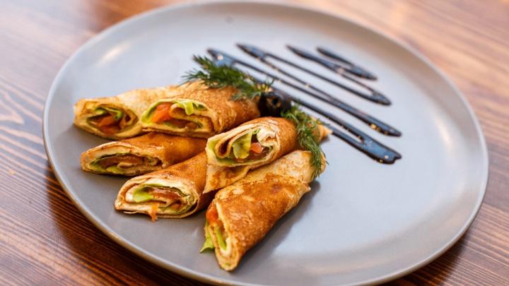 Покажите ваши блинчики: 10 очень аппетитных кадров, как тюменцы начинают праздновать Масленицу