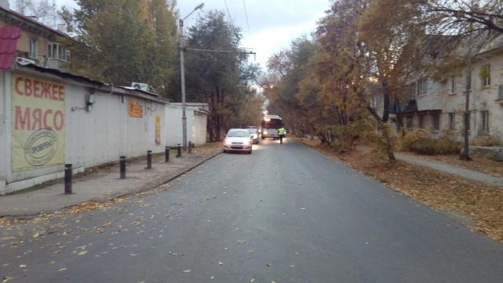 В Самаре водитель автобуса бросил выпавшую из салона пассажирку на месте ДТП