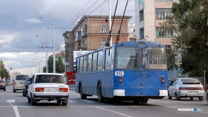 На Красном Пути автобус врезался в троллейбус с 30 пассажирами