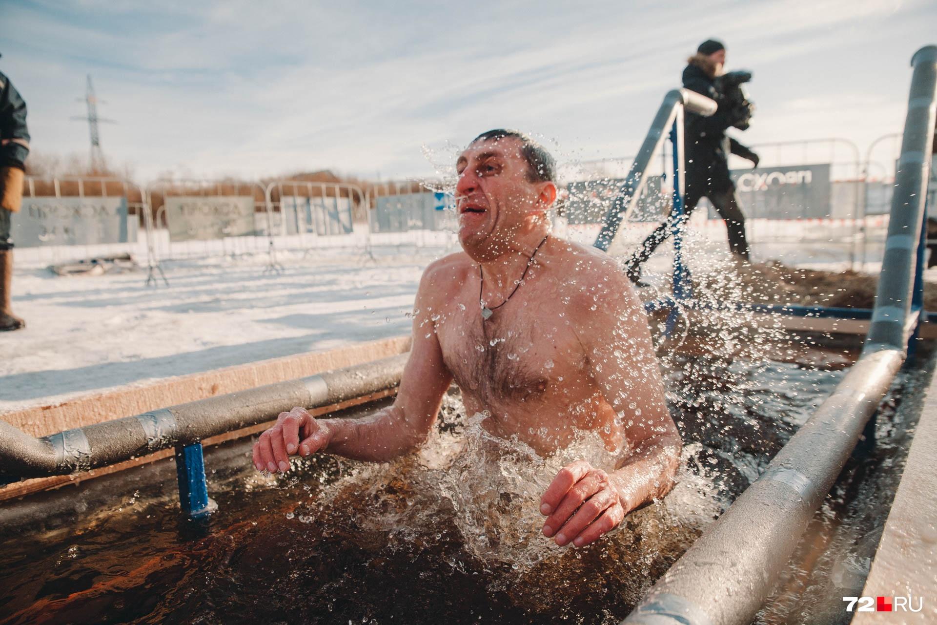 От таких моментов, запечатленных на фото, признаться, у нас захватывает дух. А вы когда-нибудь купались на Крещении? Расскажите о своих ощущениях в комментариях