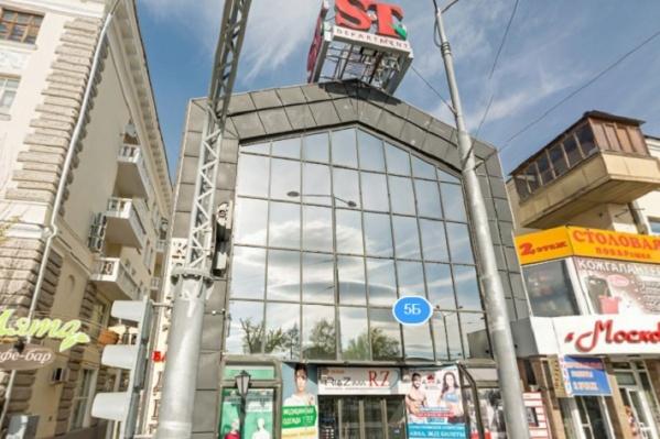 Он находится в самом центре Екатеринбурга