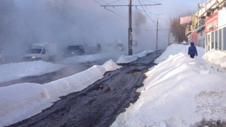 Из-за прорыва трубы на Стара-Загора — Ташкентской без тепла остались почти 500 домов