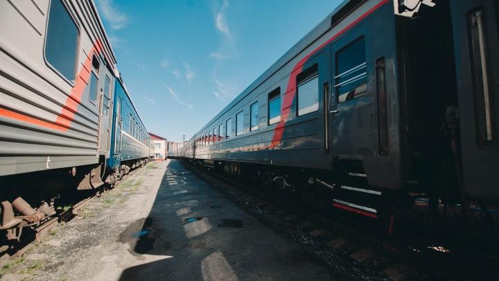 Под Тюменью поезд сбил 43-летнюю женщину. Она выжила