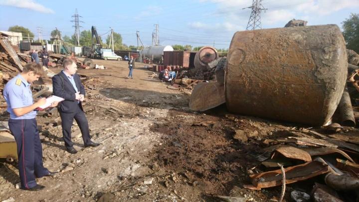 Сотрудник погиб при взрыве в Кургане — возможно, с помощью газосварки он срезал бочку с горючим