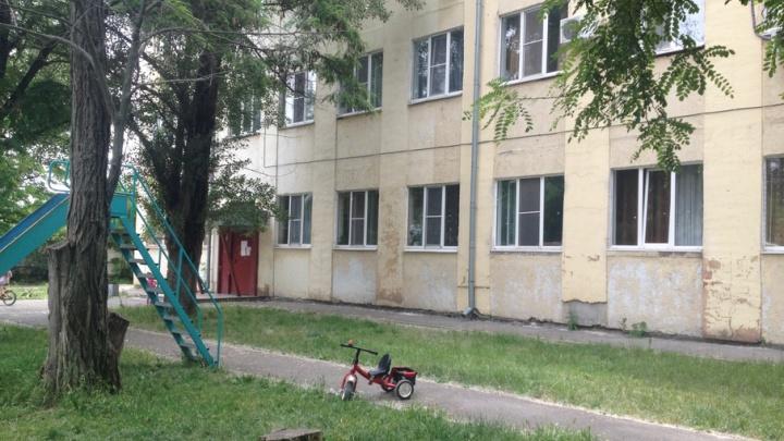 Семьи брошенного Минобороны дома в Ростове уже семь лет не могут найти управляющую компанию