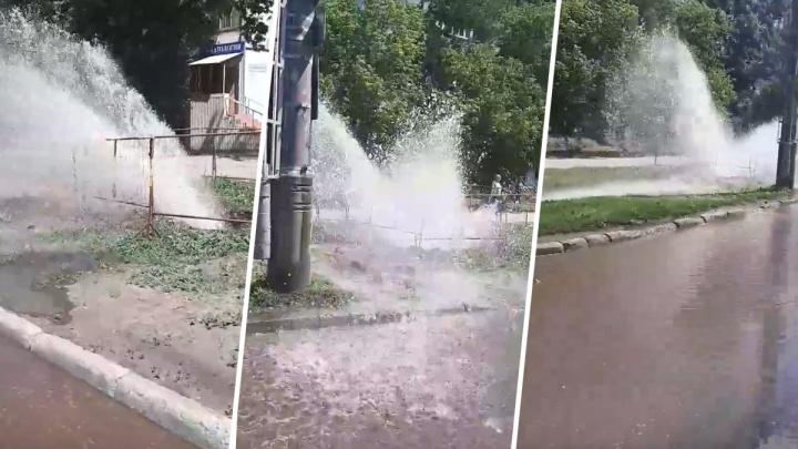 В Самаре на Ново-Вокзальной забил фонтан из-под земли