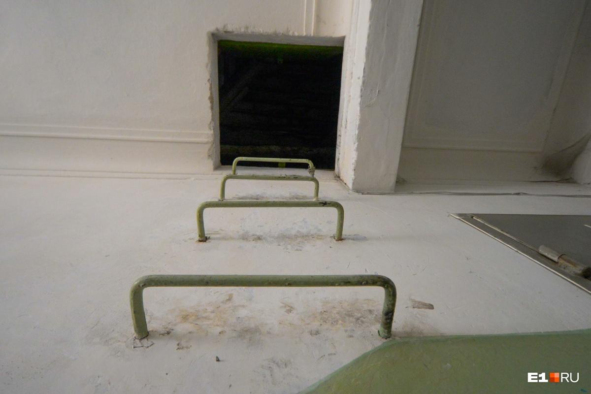 На верхнем этаже — свободный доступ на чердак