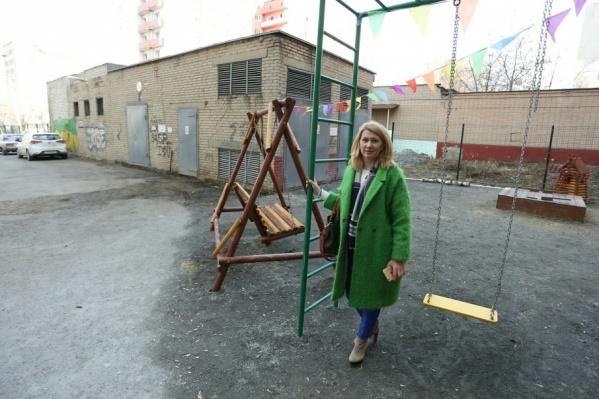 Маргарита Авдеева за свой счёт установила площадку, которую требуют убрать