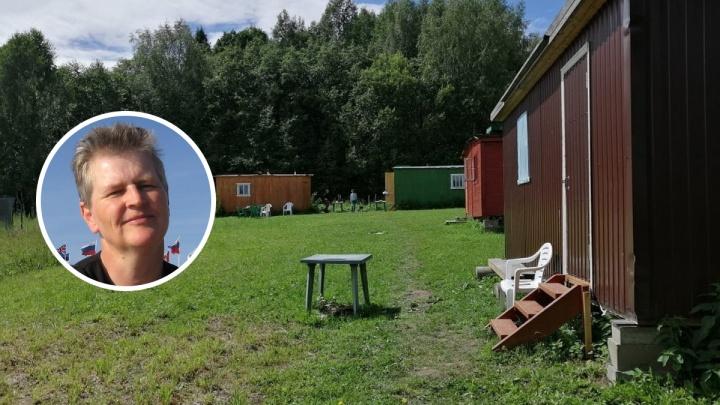 «Сбежала от суеты»: как немка в 55 лет открыла кемпинг в российской глубинке