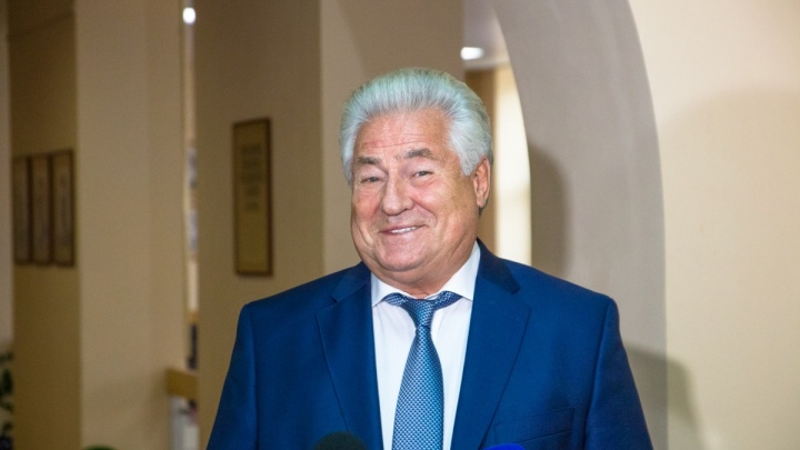 Единороссу Геннадию Котельникову вручили удостоверение председателя губернской думы