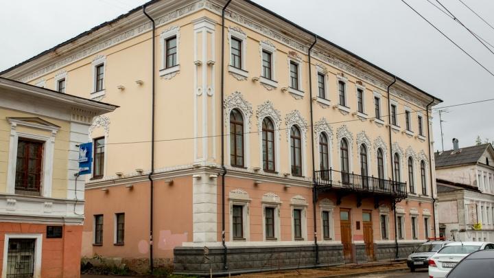 Сбросили цену в два раза и нашли покупателя: продают бывшее здание Кировской администрации