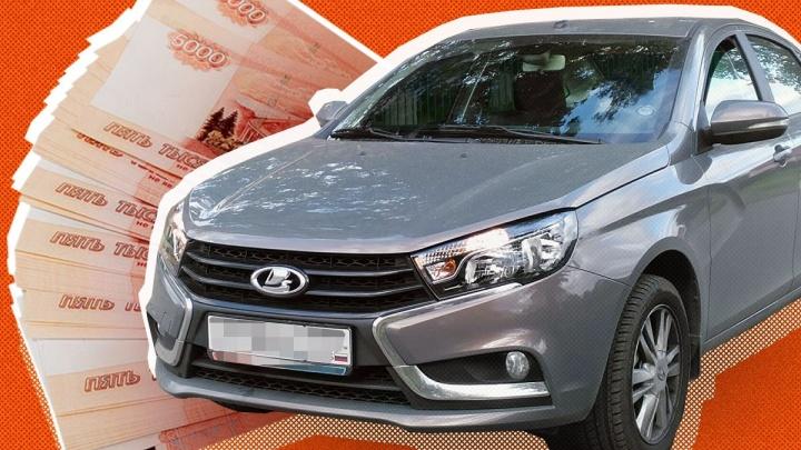 Екатеринбуржцу в салоне продали за 900 тысяч рублей Lada Vesta, которая стоила в два раза дешевле