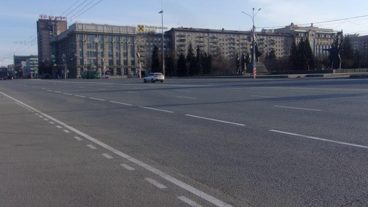 На площади Ленина нарисовали свежую разметку