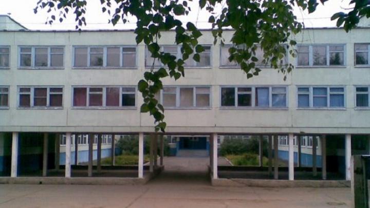 В Чайковском подростка не пустили на уроки из-за того, что он пришел в школу в джинсах