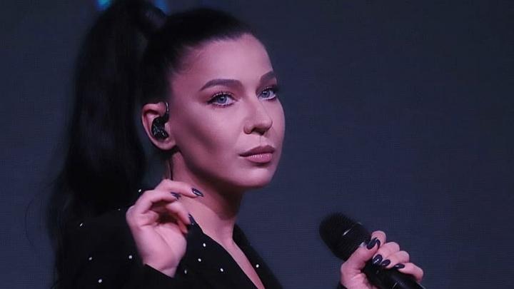 Певица Ёлка записала кавер-версию трека омской группы