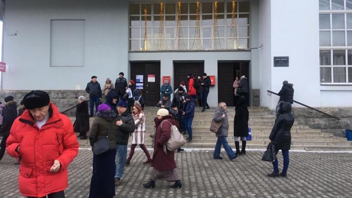 Проверки мэрии и Главпочтамта закончены. Все о новой волне «минирований» в Екатеринбурге